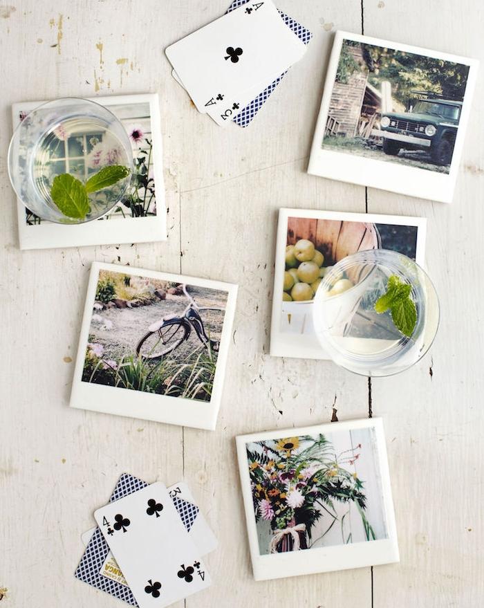 idée cadeau femme 50 ans pour noel, sous verres en carreaux décorés de photographies de paysages de campagne