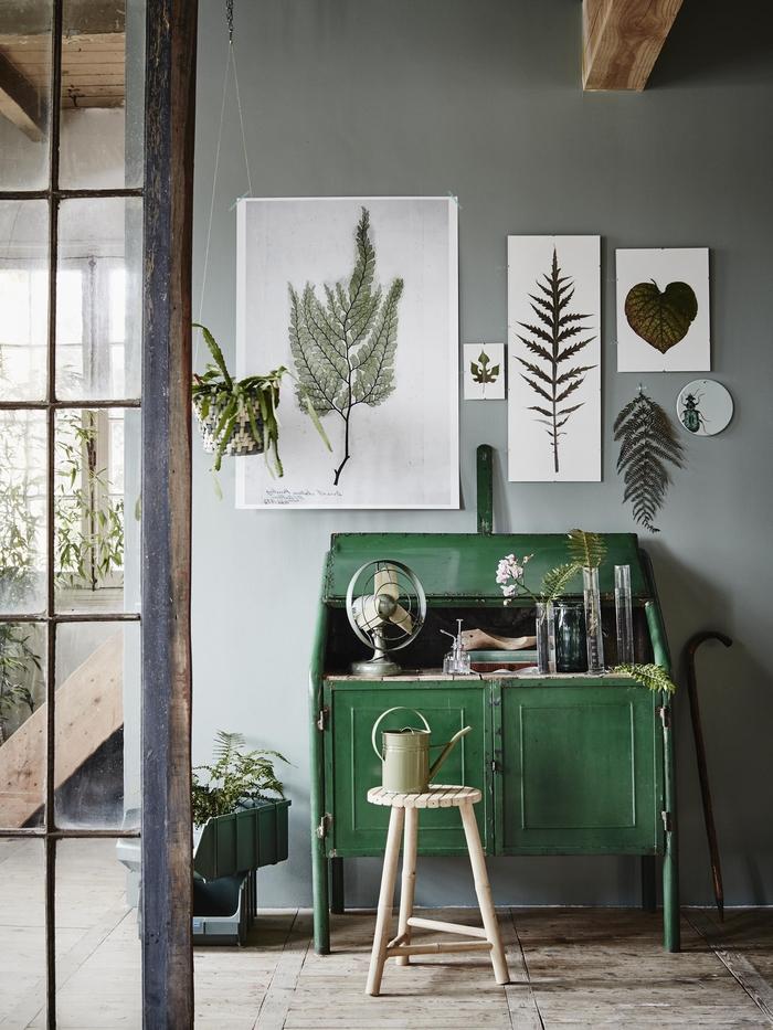 astuce déco pour faire entrer la nature dans son intérieur avec un art floral encadré de plantes séchées inspiré de l'herbier