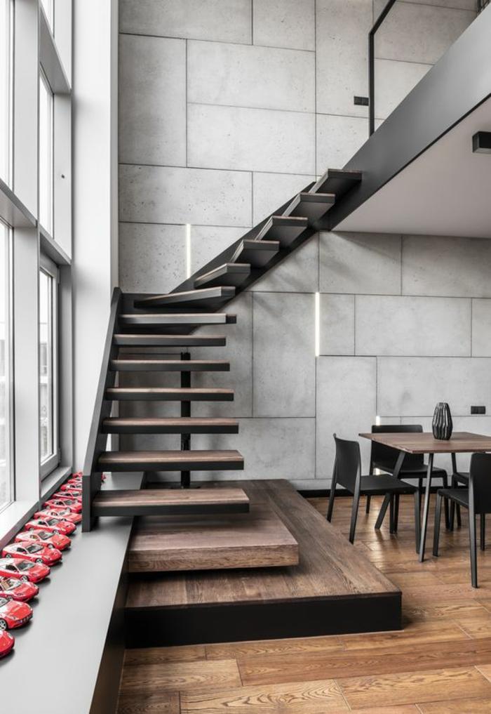 escalier bois escalier moderne avec structure portante en métal noir, maison aménagée en style industriel, espaces ouverts qui se fondent les uns dans les autres, murs en grands carreaux de pierre blanche