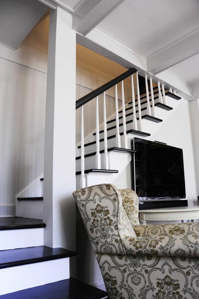 escalier interieur, escalier moderne, garde corps escalier interieur, marches en noir et blanc, avec garde corps en noir et blanc, poignée noire