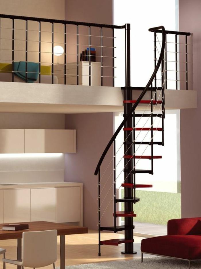 escalier moderne en métal noir, avec des marches en rouge et noir, en forme de coquillage, spirale, marches étroites, espace de mansarde