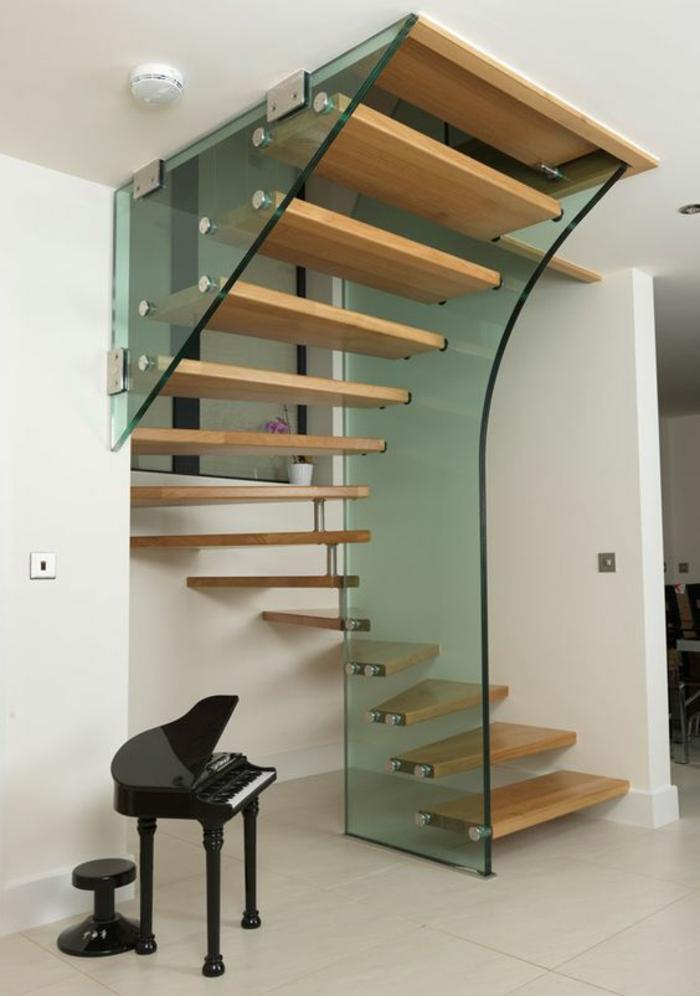 escalier bois, escalier moderne, marches solides en bois massif, garde corps en verre transparent en formes originales
