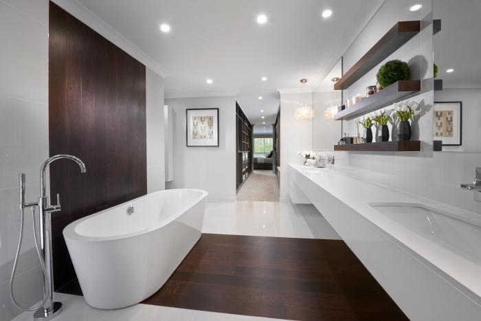 revetement salle de bain, déco salle humide en blanc avec éclairage led et revêtement en bois foncé
