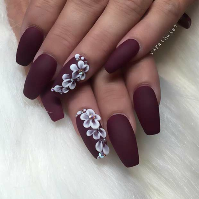 Comment faire du vernis mat manucure nail art dessin fleur blanc comment dessiner ongles