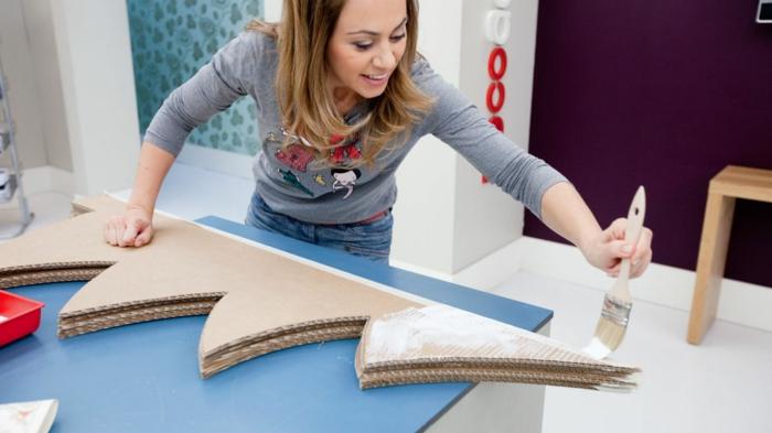 fabriquer un sapin de noel en carton en six pièces de carton, faire soi-même la déco de noel