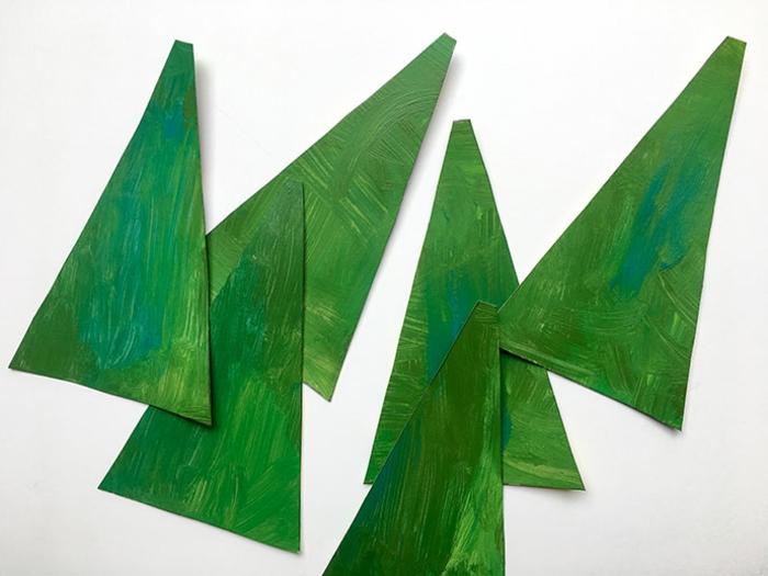 fabriquer un sapin de noel en carton, six pièces de carton peint à coller pour faire un arbre de noel