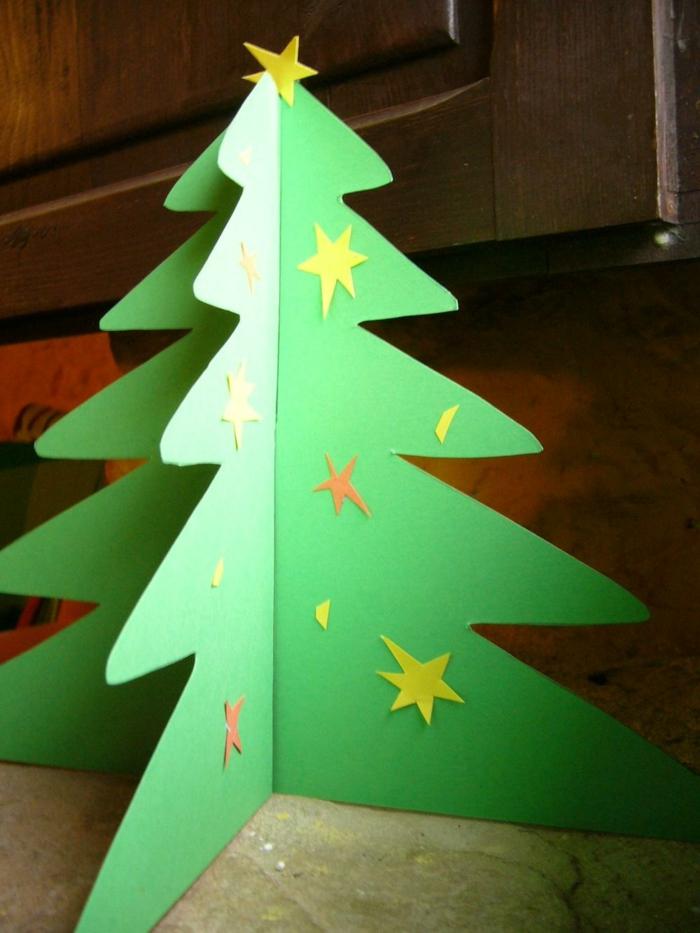 faire un sapin en carton, arbre de noel 3d en carton décoré d'étoiles en papier