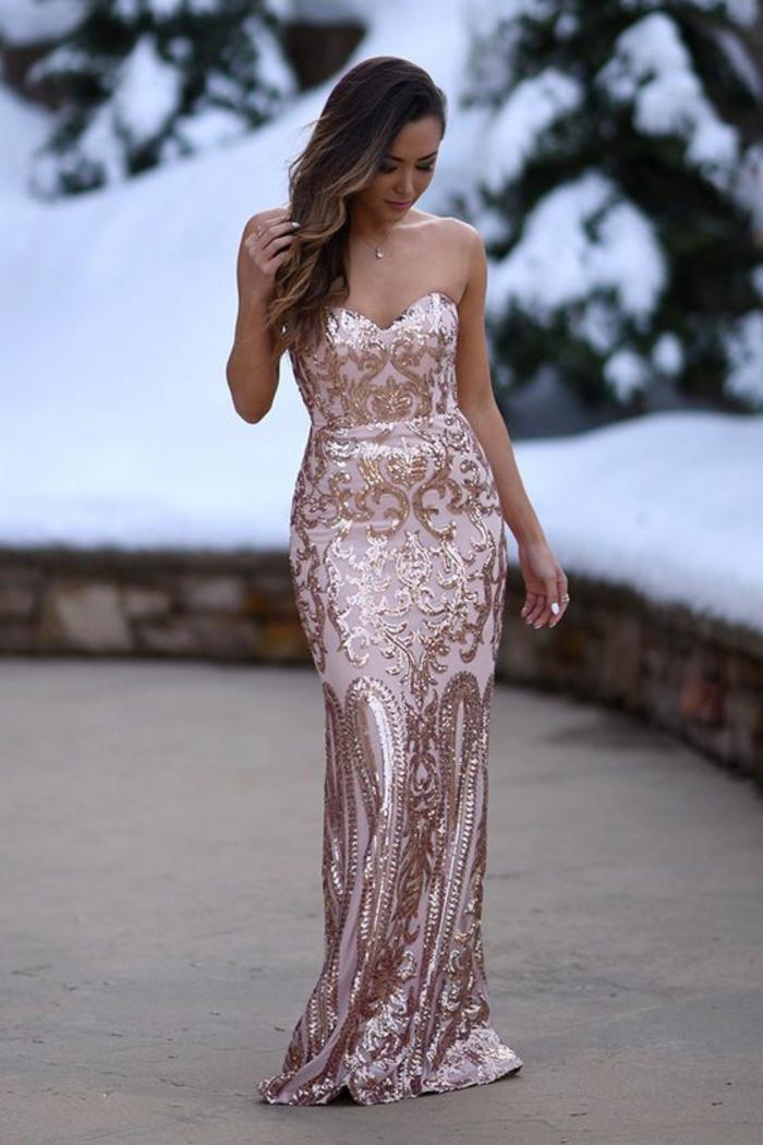 Robe rose chaussure dore