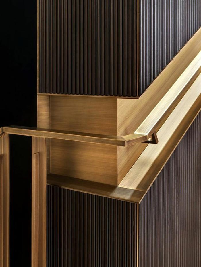 escalier design, escalier moderne, escalier interieur en couleur bronze, avec des décorations rayures fines, finition de luxe, poignée d'escaliers en métal bronzé luxueuse