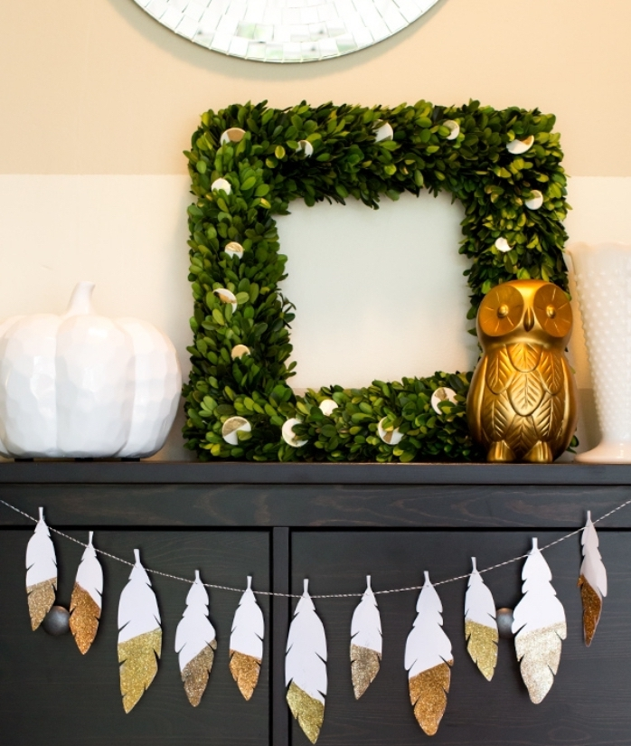 faire une guirlande en papier, décoration d'intérieur pour Noel ou Halloween avec couronne en feuilles vertes