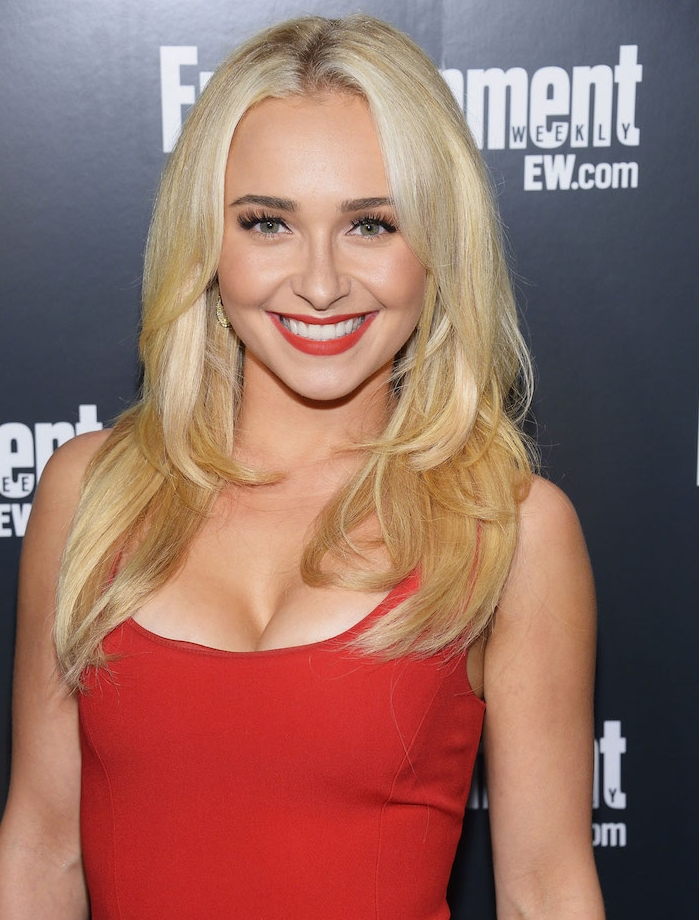 coupe visage rond, dégradé femme avec plusieurs couches de différente longueur, cheveux blond, hayden panettiere