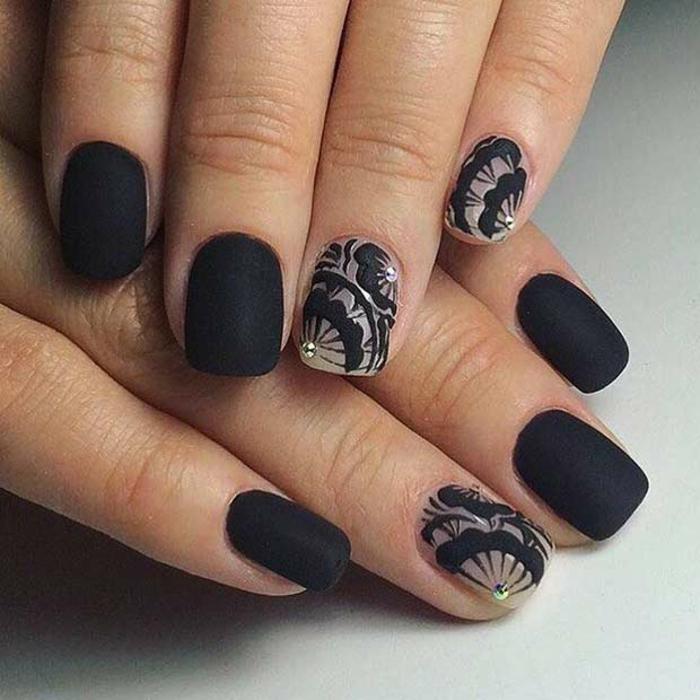 Black matte nail designs mat nailpolish nails matte noir matte originale ongle fleurs noirs sur base beige
