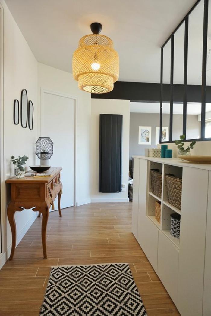 comment decorer un couloir en jaune et blanc, meuble en marron, éléments décoratifs en gris anthracite, luminaire en fils tressés en jaune