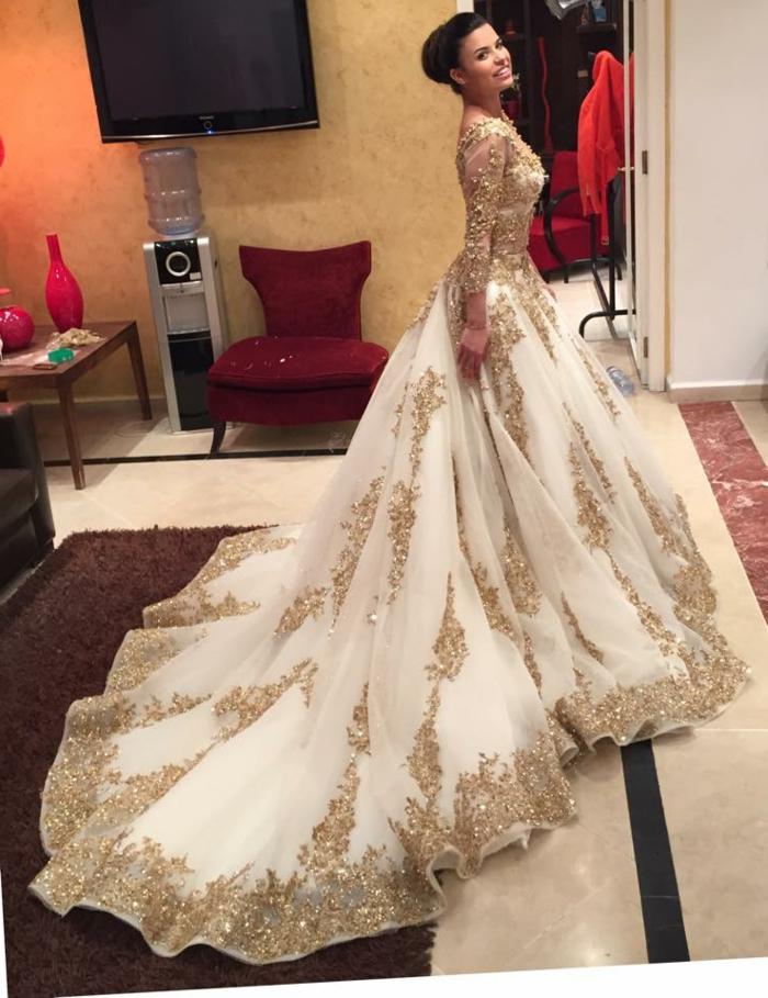 93f698db6ea Superbe robe blanc et doré robe dorée courte image de robe doree mariage  robe longue blanc