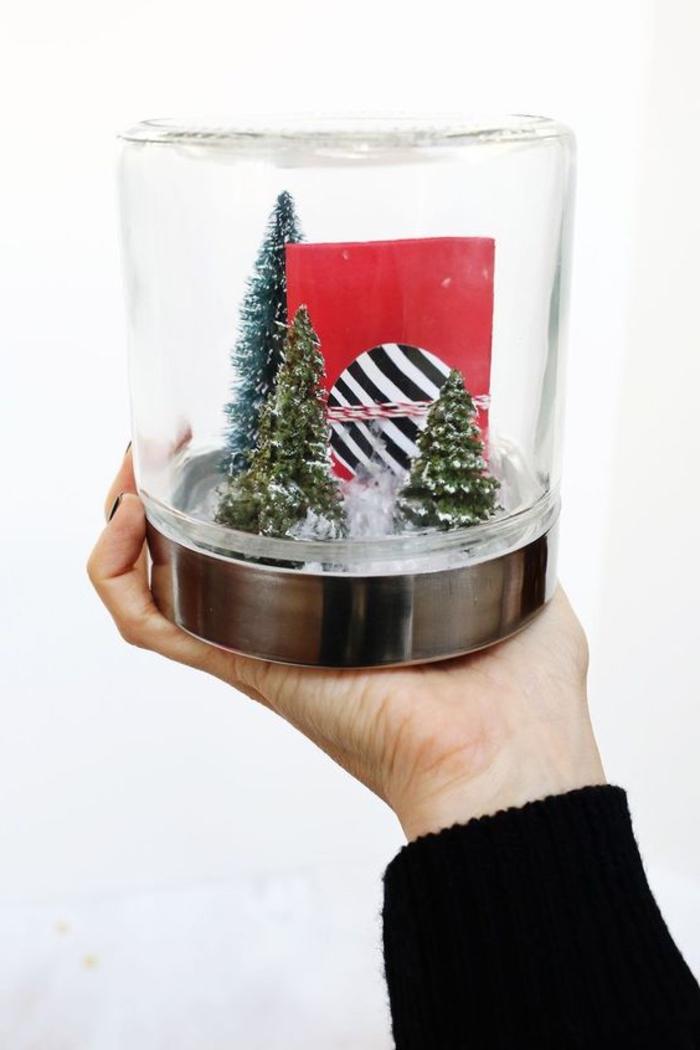 offrir une carte cadeau de façon originale à l intérieur d un bocal de verre décoré à motifs noël