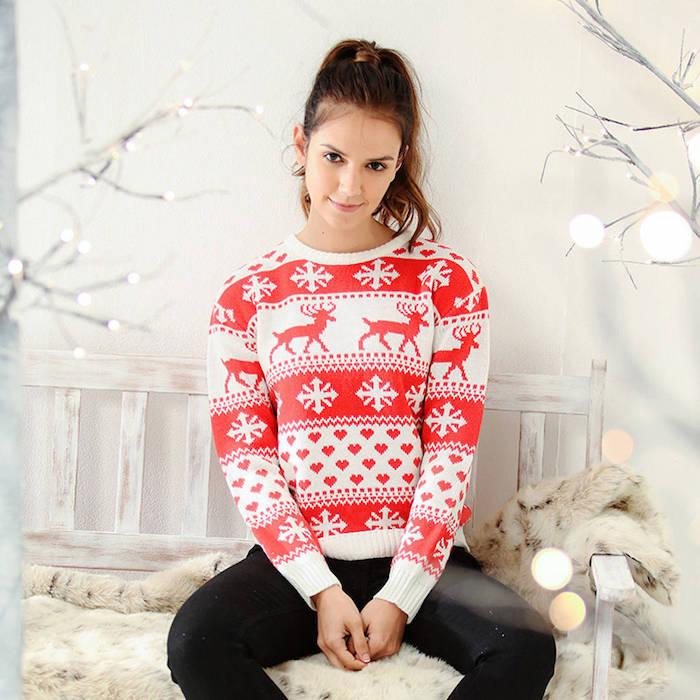 un pull de noel rouge et blanc à motif rudolphe le renne, coeurs et flacons de neige, exemple cadeau de noel pour ado