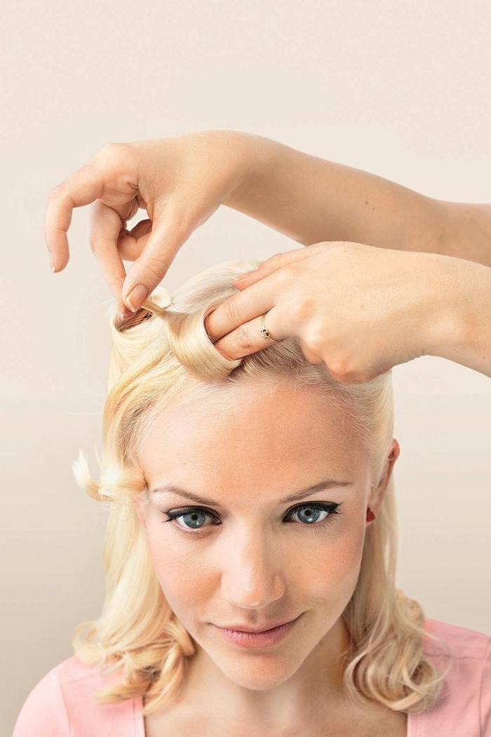 tuto facile pour réaliser de jolies boucles rétro à inspiration coiffure pin up