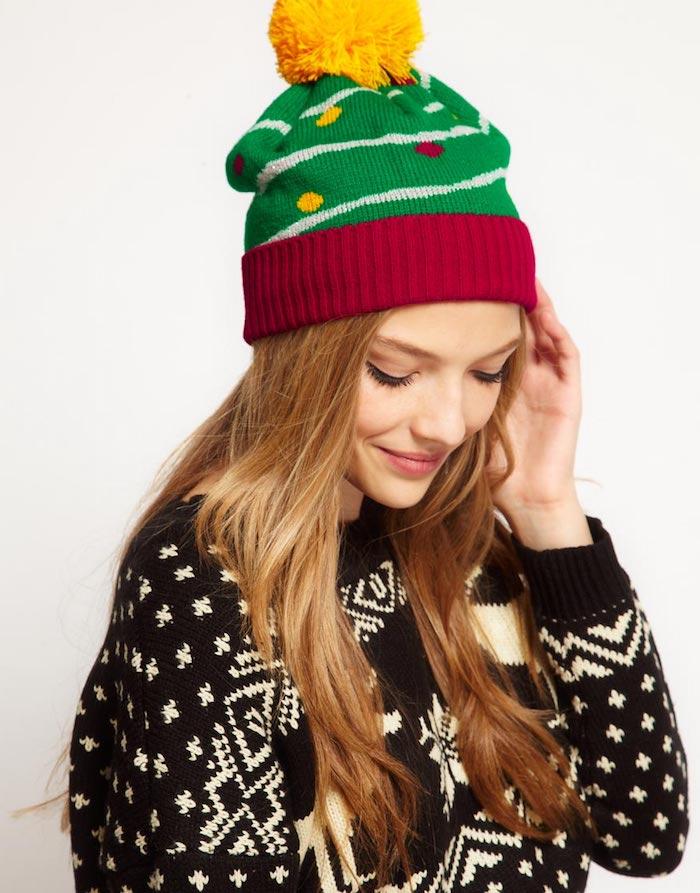 cadeau de noel pour ado de 15 ans fille, un chapeau de noel en rouge, vert avec pompon jaune