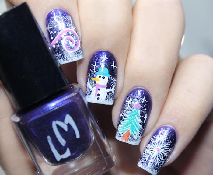 deco ongles noel, fond de couleur violette, dessin motif sapin de noel, bonhomme de neige et flacon de neige, petites étoiles blanc, spirale
