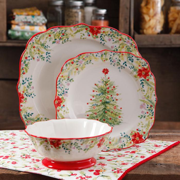 vaisselle à motif sapin de noel couleur blanche à motifs floraux et de noel, cadeaux de noel pour femme