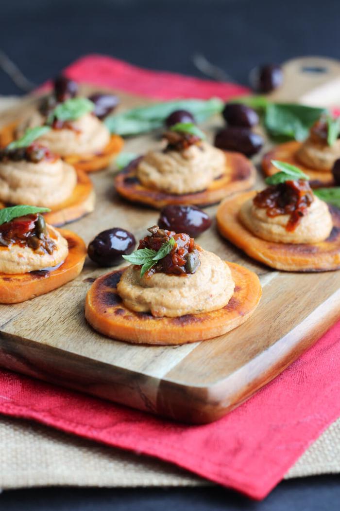 recette apéritif dinatoire d'amuse-bouches vegan de patate douce rôti accompagnés de tapenade de noix de cajou et tomates séchées