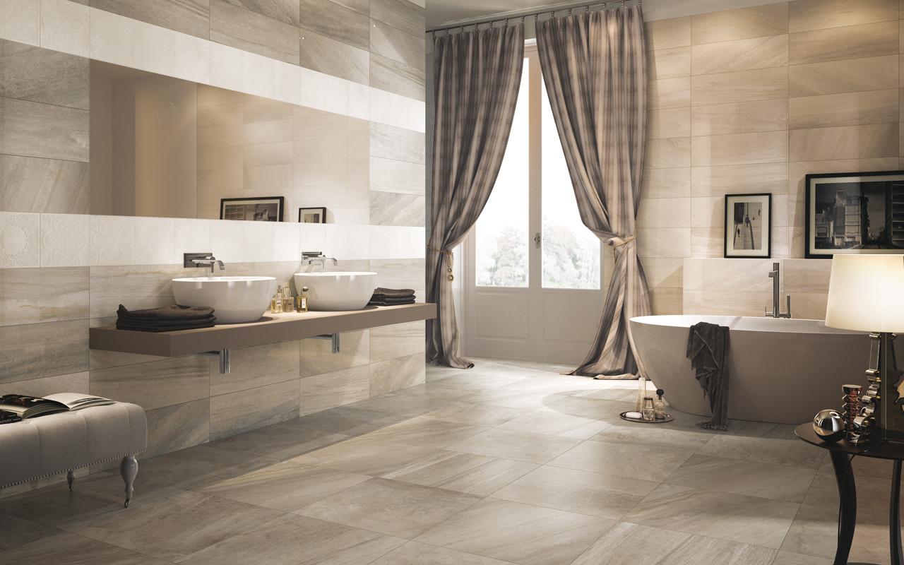salle de bain couleur greve avec carrelage gris et beie, baignoire à poser grise, rideaux gris et blanc, vasques à poser