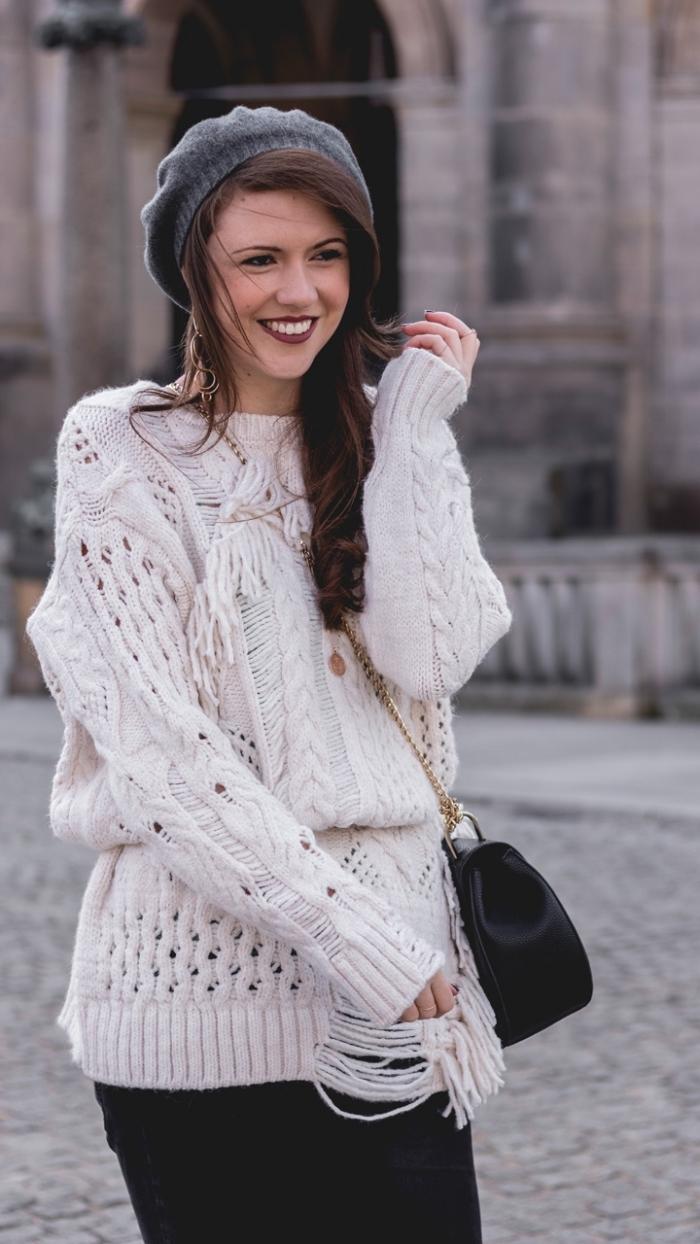 femme bien habillée, porter le pull loose avec ceinture, combiner le pull blanc avec pantalon ou jupe noirs