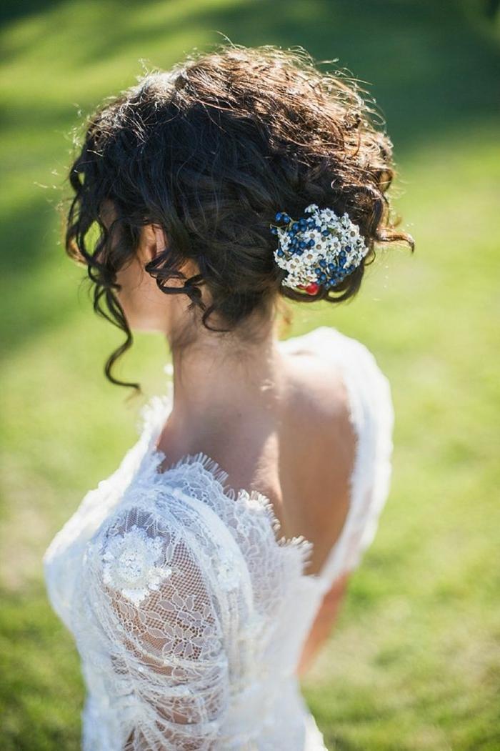 Noble coiffure mariage long bouclé coiffure bouclée mariage idée