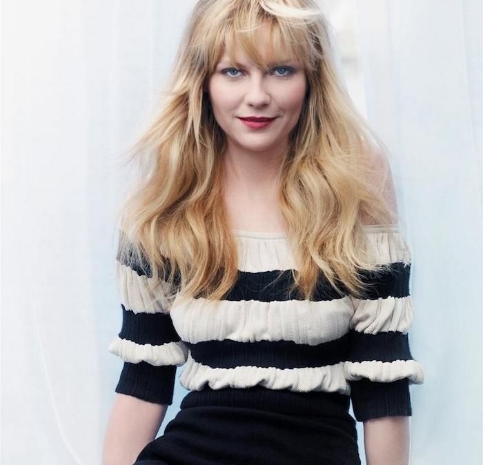 kirsten dunst et sa coupe visage rond, dégradé femme avec différentes longueurs et frange sur le front, cheveux blond rebelles