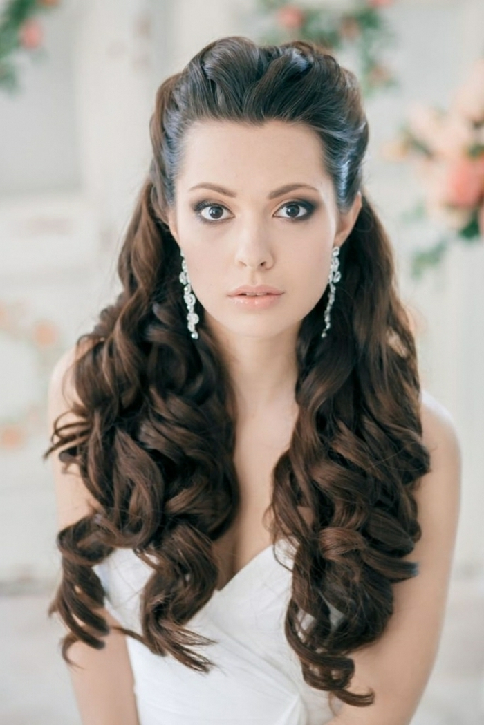 Superbe coiffure mariage chignon bouclé belle mariée coiffure simple