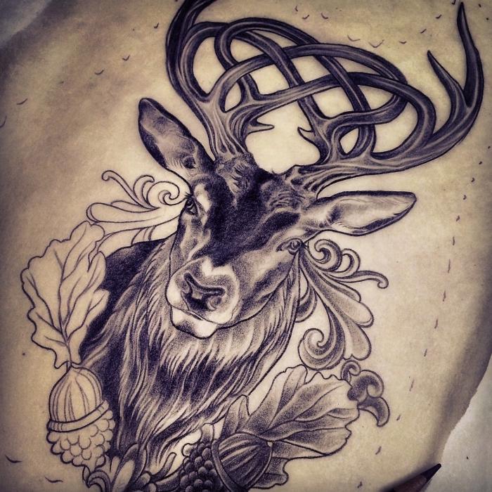 modele tatouage femme, dessin en encre à design symbolique, tatouage cerf avec cornes et feuilles