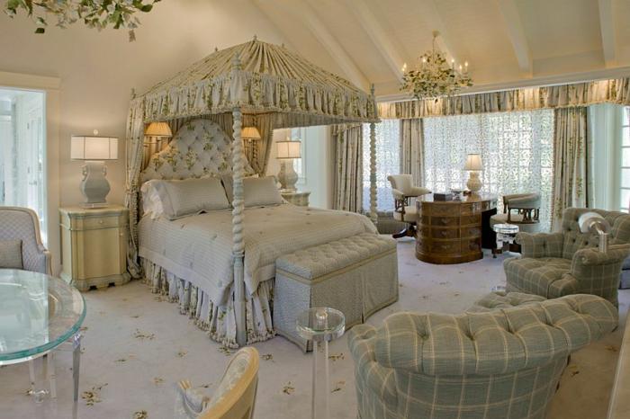 lit baroque, lit blanc, plafonnier baroque, table acrylique, chandeliers baroques