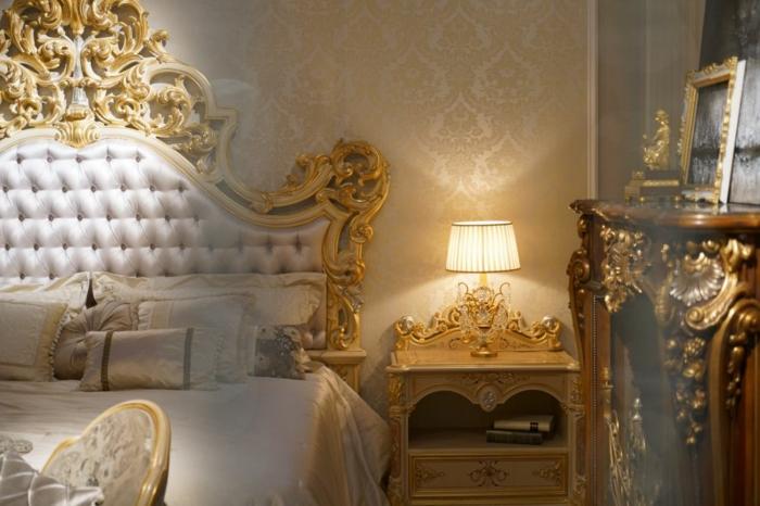 lit baroque blanc, tete de lit blanche capitonnée, chevet doré, lampe baroque