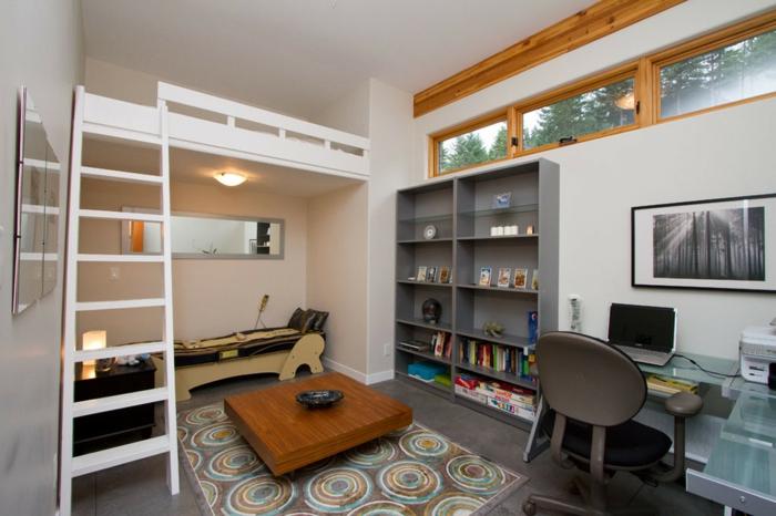 séjour contemporain, lit en hauteur, table en bois carrée, tapis original, bureau et étagère gris