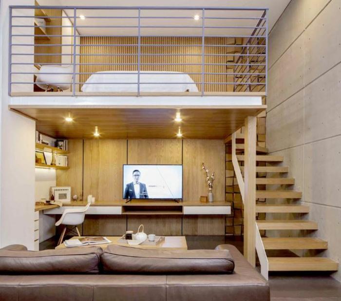 lit mezzanine avec bureau, petit séjour avec plateforme mezzanine, escalier en bois