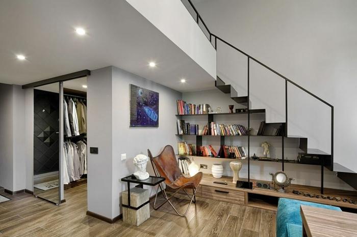 lit mezzanine avec bureau, sol en planches de bois, escalier en métal, lampes encastrés