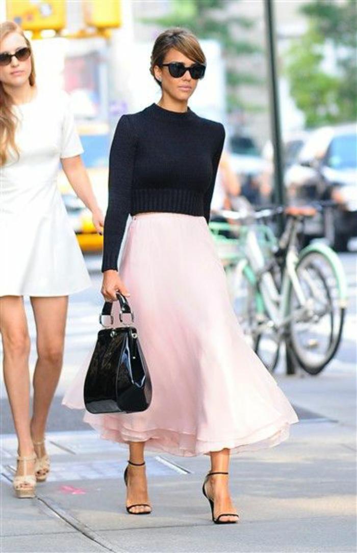 Belle tenue de soirée tenue nouvel an tenue habillée jupe et pull moderne tenue chic et simple