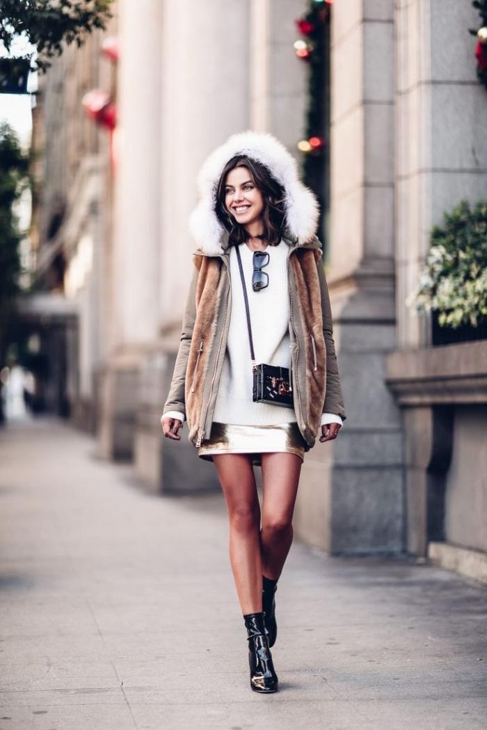 comment s habiller en hiver, tenue en coucher avec pull blanc et jupe doré, combiner les bottines à talons hauts avec pull over