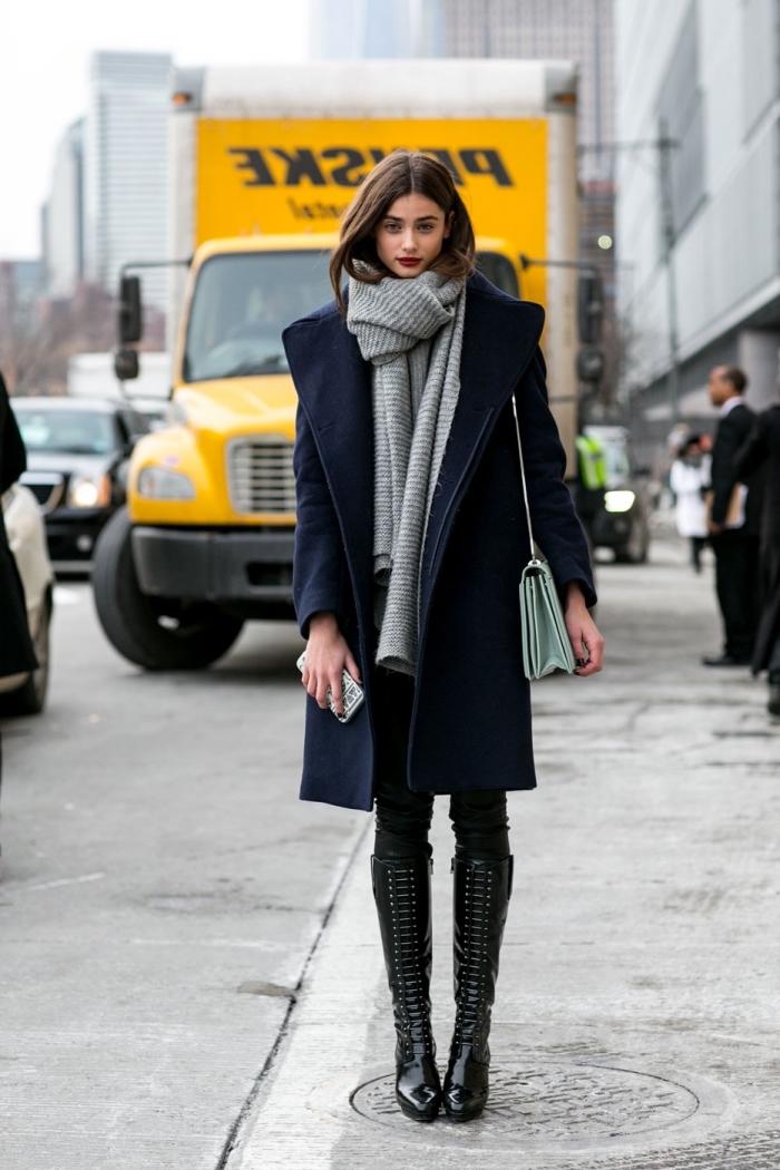 robe tunique, s'habiller en coucher avec tunique longue noire et pantalon slim noir, modèle de manteau long en bleu foncé pour femme