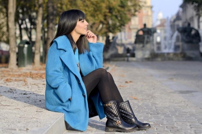 robe tunique, comment porter le manteau bleu pour femme, combiner le manteau bleu avec pantalon noir