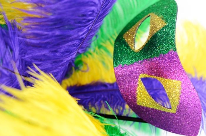 carnaval de venise, comment fabriquer son masque de fête avec peinture palette de couleurs différentes