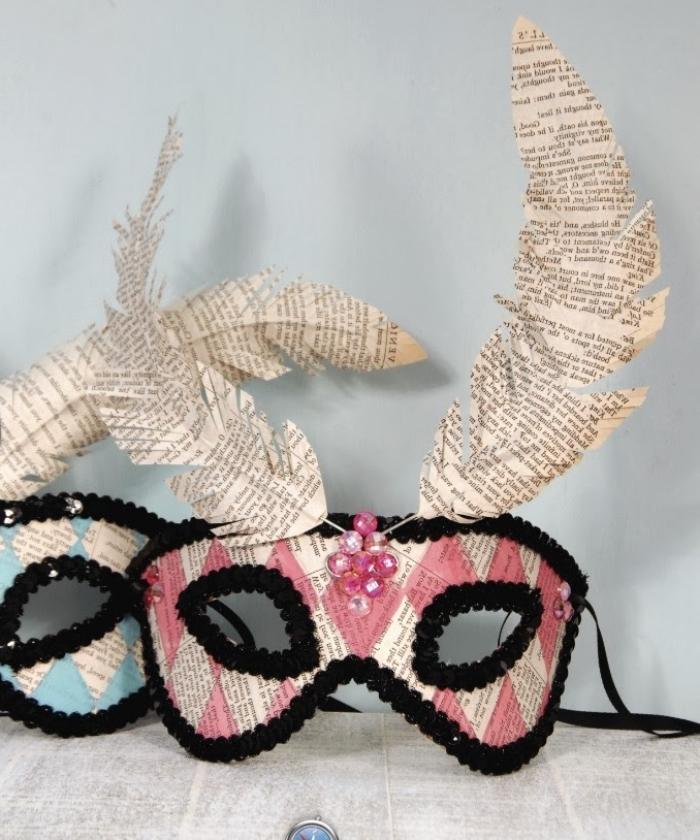 que faire avec coupures de journaux, masque de carnaval diy en strass noir et perles rose