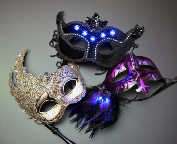 masque deguisement lumineux, masque de carnaval pour femme en dentelle dorée