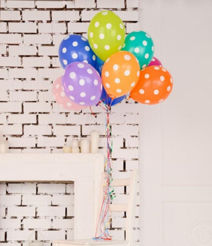 Belle déco animation anniversaire adulte 50 ans voyage ballons