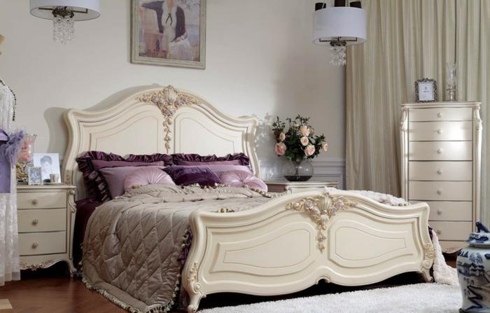 meuble baroque, grand lit en bois gravé, jolis coussins lilas, commodes baroques