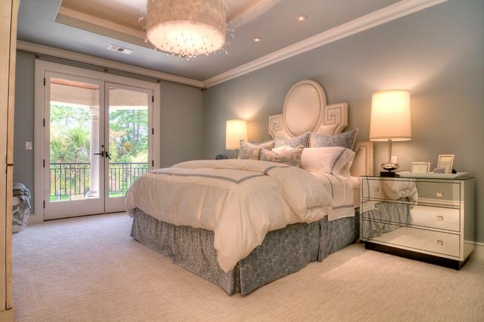 meuble baroque, chambre aux murs gris, commode miroir baroque, plafond suspendu
