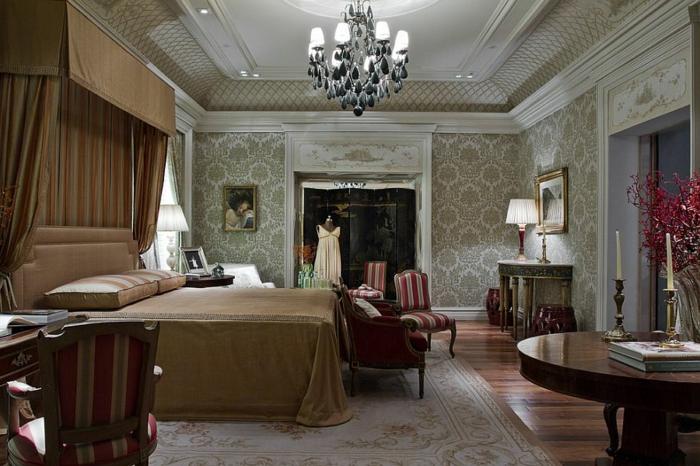 meuble baroque pas cher, plafonnier baroque charmant, grande table ronde
