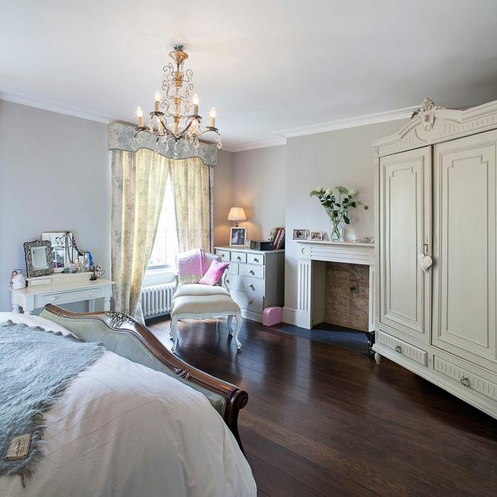 meuble baroque pas cher, rideaux transparents, armoire vintage blanche, cheminée décorative