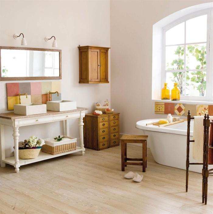 meuble salle de bain, déco en style campagne avec meubles en bois et peinture claire, meuble sous vasque à design vintage