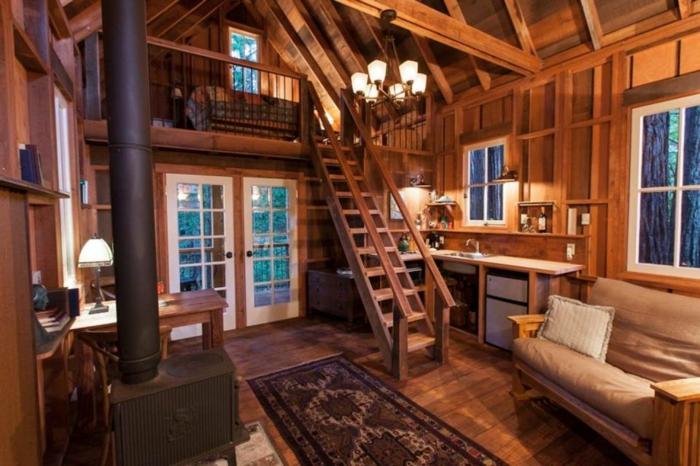 mezzanine chambre, joli chalet avec poêle vintage, petite mezzanine attique